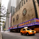 Radio City Music Hall z ulicy